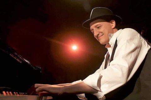 Bar-Pianist-mit-Gesang-aus-Muenchen-1