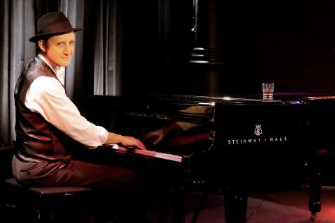 Bar-Pianist-mit-Gesang-aus-Muenchen-2