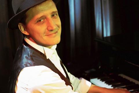 Bar-Pianist-mit-Gesang-aus-Muenchen-3