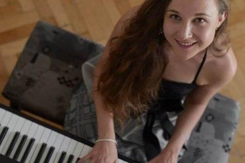 Die-Allround-Pianistin-aus-Oberoesterreich1
